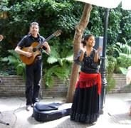 Spaanse muziek met gitarist en danseres